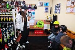 ski-snowboard-equipment-in-poiana-brasov